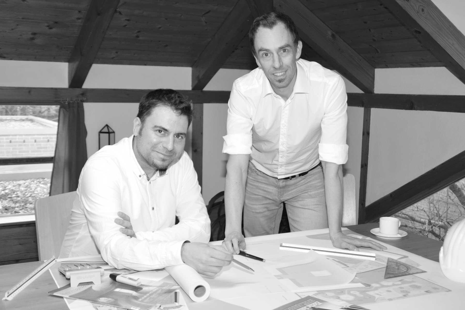 DI Magnus Deubner und DI Jesus Lopez Vazquez von Archland - Architektur und Landschaftsplanung in ihrem Büro in Gänserndorf